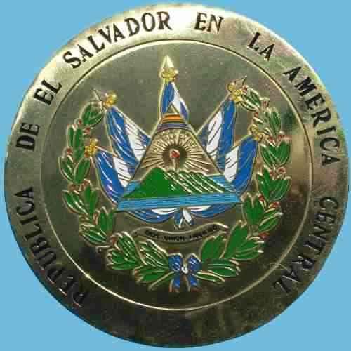 Placa con el escudo de El Salvador