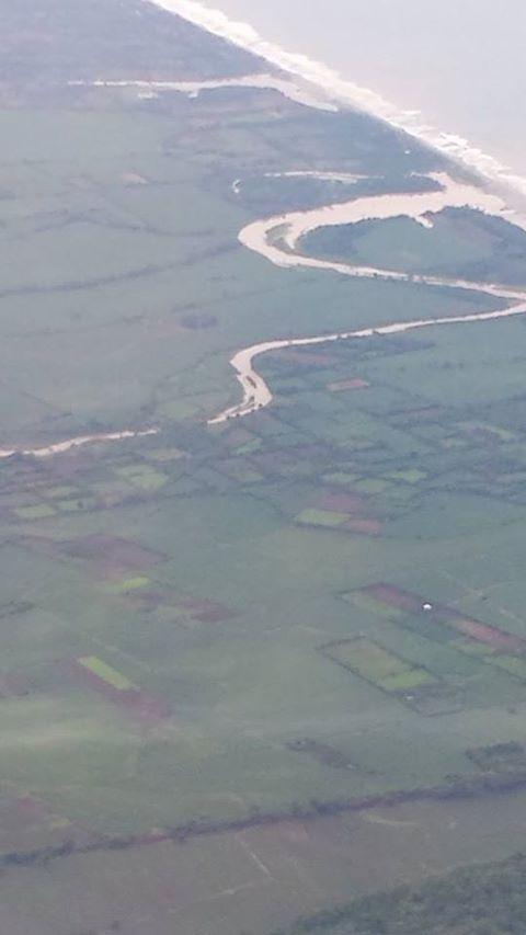 Vistas aéreas de la llegada a El Salvador