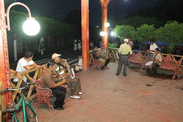 Imagen del parque en la noche