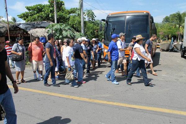 Imagen donde se miran turistas llegando