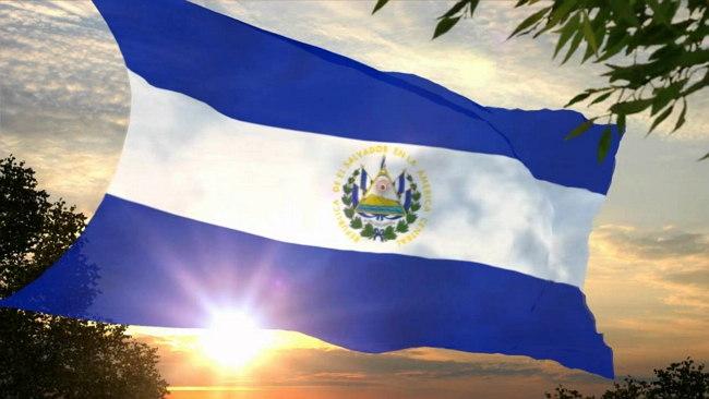Bandera de El Salvador oleando