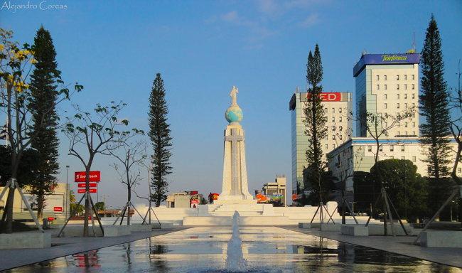 Plaza ubicada cerca del edificio de Movistar