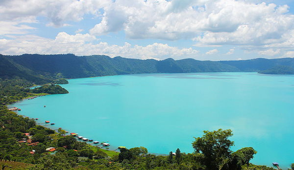 imagen del Lago de Coatepeque