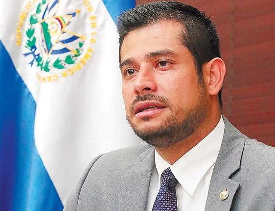 Nelson Fuentes ministro de hacienda FMLN