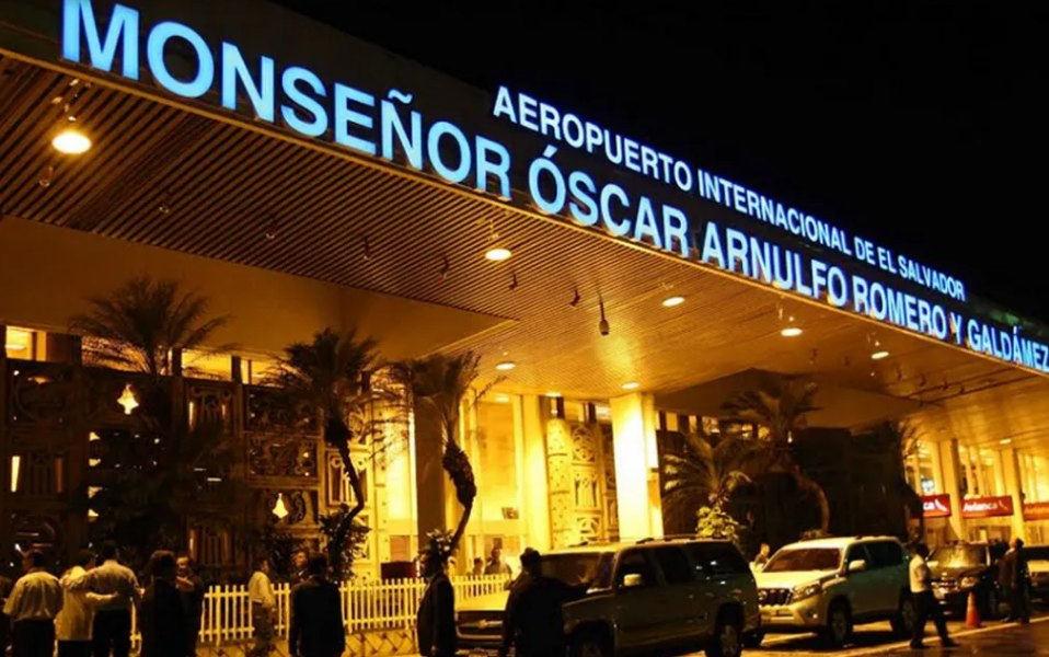 aeropuerto de el salvador turistas