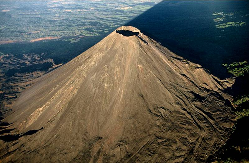 Explora el Volcán de Izalco