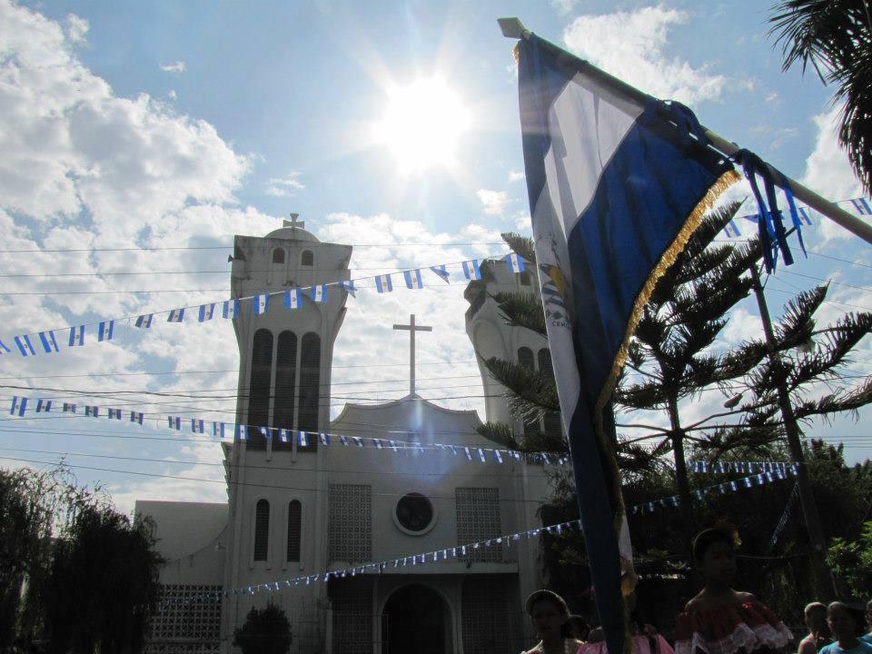 Vista desde el parque donde se aprecia la iglesia