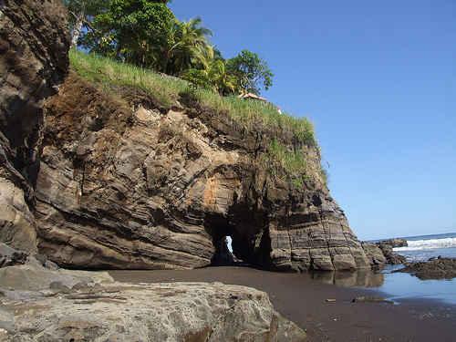 Playa El Zonte las rocas