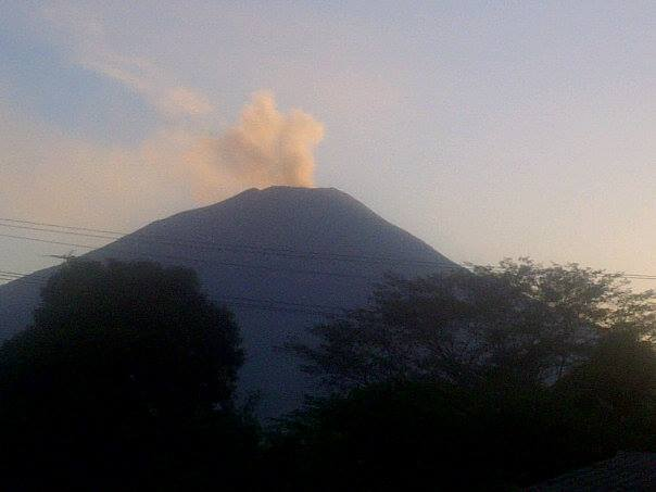 Volcan Chaparrastique vuelve a entrar en actividad