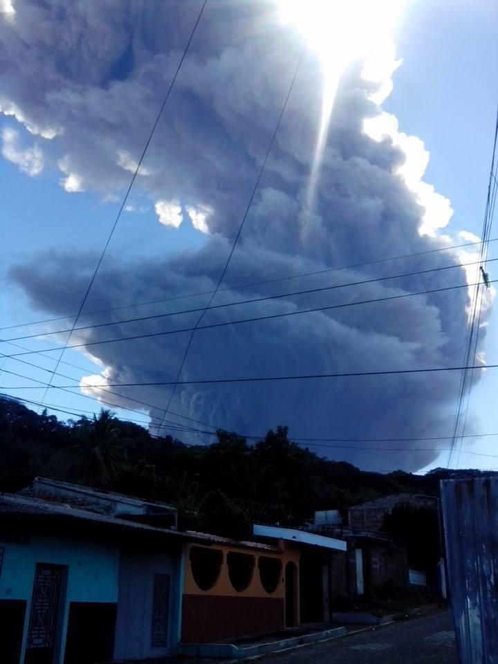 Volcan de San Miguel hace erupcion