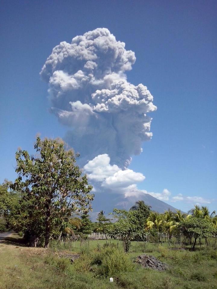 Volcan de San Miguel hace erupcion_2