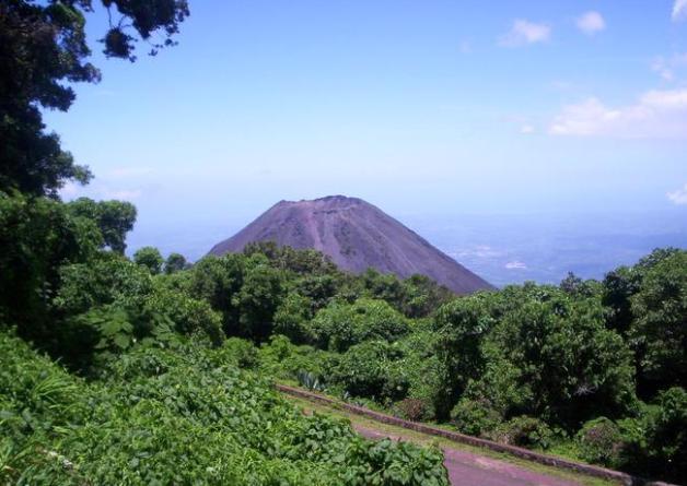 vista de un volcan en el salvador